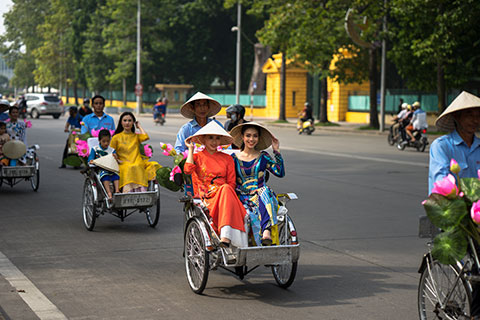 Special Tour: Hanoi Captital, the city of lakes, boulevards and open parks